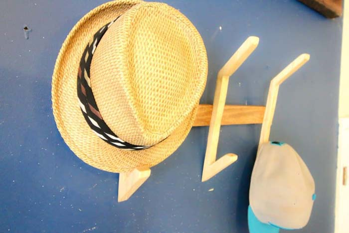 DIY Wooden Hat Rack #hatrack #diy #organizer #decorhomeideas