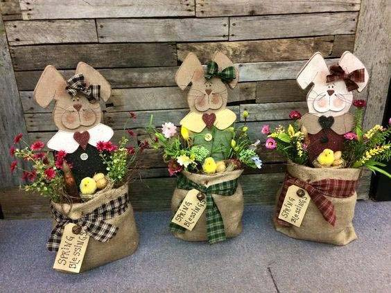 Easter Bunnies Burlap Bags #easter #diy #porch #decor #decorhomeideas