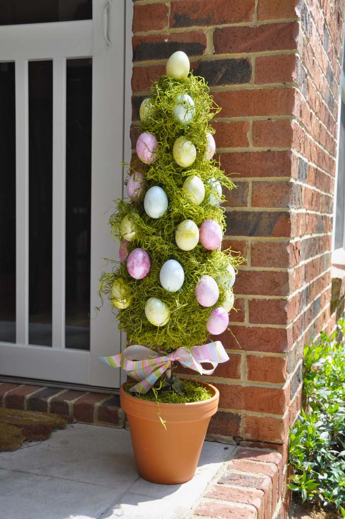Easter Egg Topiary Tree #easter #diy #porch #decor #decorhomeideas