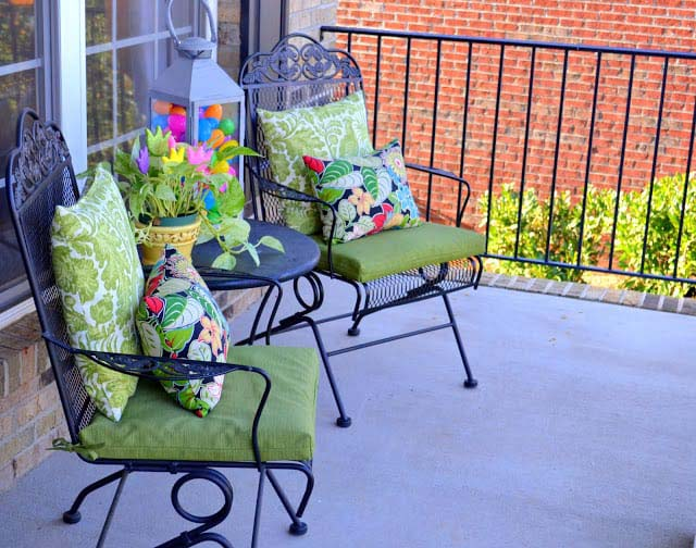 Easter Porch Sitting Area #easter #diy #porch #decor #decorhomeideas
