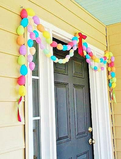 Egg Doorway Garland #easter #diy #porch #decor #decorhomeideas
