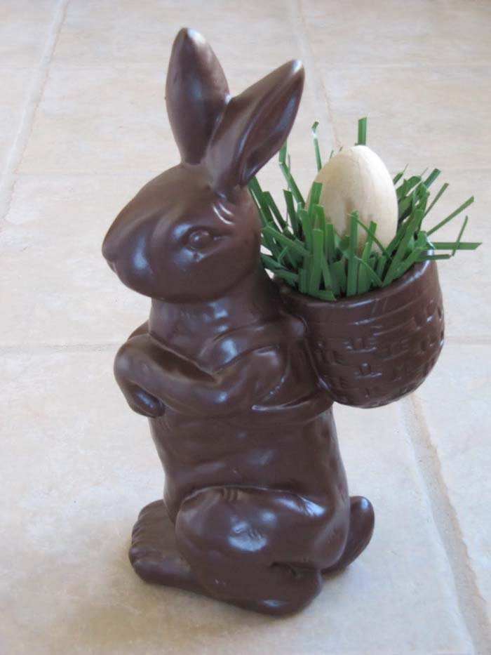 Fake Chocolate Easter Bunny #easter #diy #cheap #decor #decorhomeideas