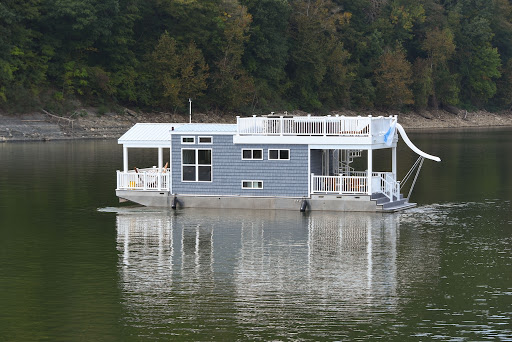 Harbor Cottage Houseboat Exterior