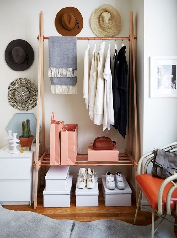 Neat Hat Rack Display #hatrack #diy #organizer #decorhomeideas