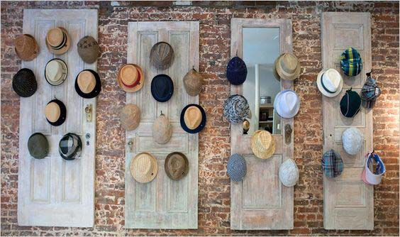 Old Door Hat Rack #hatrack #diy #organizer #decorhomeideas