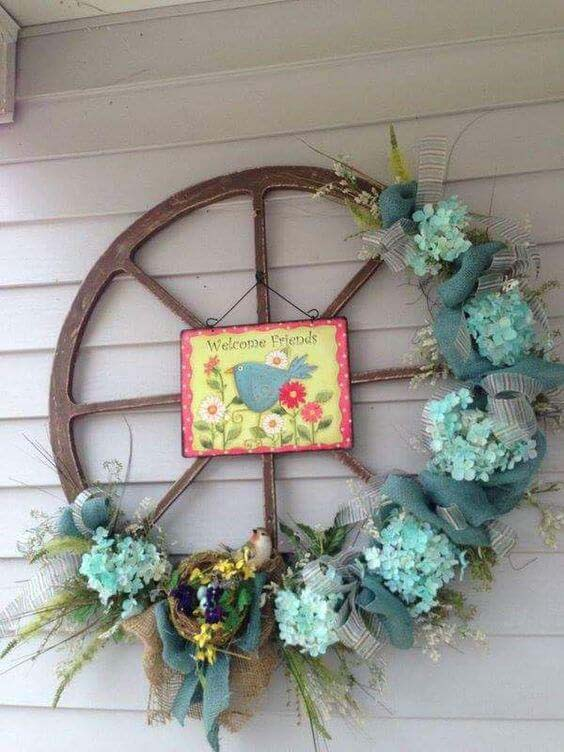 Old Wagon Wheel Easter Decoration #easter #diy #porch #decor #decorhomeideas