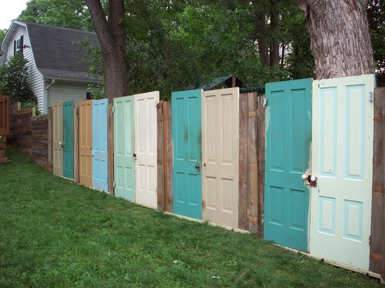 Painted Old Doors Fence #diy #repurpose #doors #old #decorhomeideas