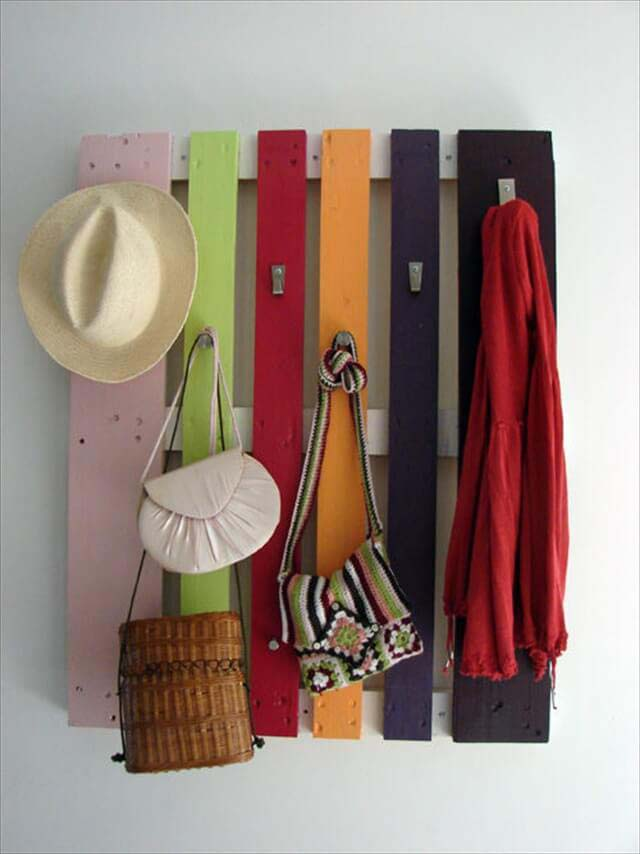 How To Make A Palette Wood Hat Rack Step By Step #hatrack #diy #organizer #decorhomeideas
