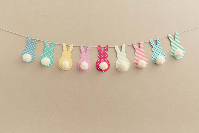Pom Pom Bunny Tail Easter Garland #easter #diy #cheap #decor #decorhomeideas