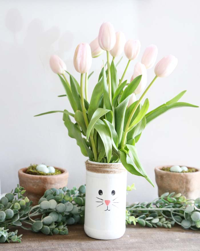 Recycled Easter Bunny Vase #easter #diy #centerpiece #decorhomeideas