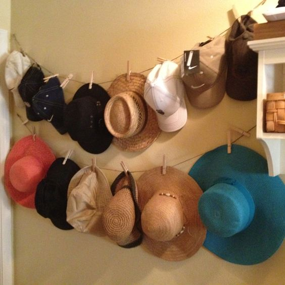 Repurposed Photo Strings Hat Rack #hatrack #diy #organizer #decorhomeideas