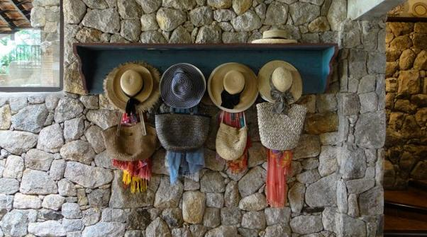 Rustic Wooden Shelf Hat Rack #hatrack #diy #organizer #decorhomeideas