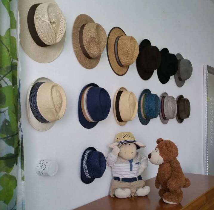 Simple Hooks On The Wall #hatrack #diy #organizer #decorhomeideas