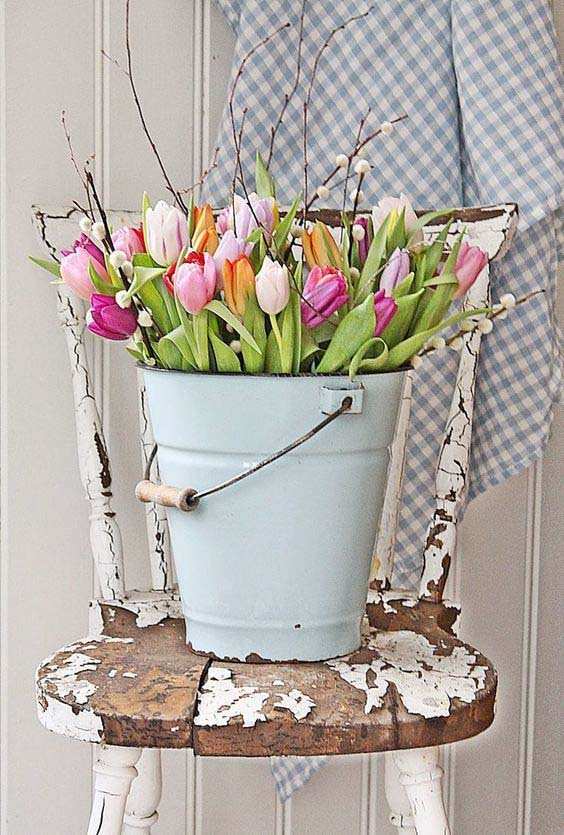 Tulips in Enamel Bucket #easter #diy #porch #decor #decorhomeideas