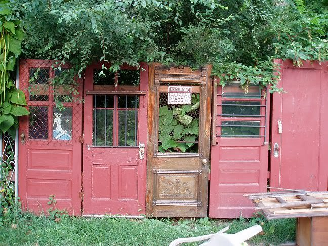 Use Old Doors For Fence #diy #repurpose #doors #old #decorhomeideas