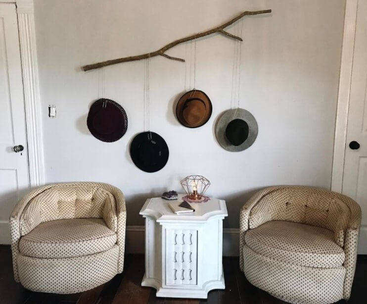 Wall Mounted Branch Hat Racks #hatrack #diy #organizer #decorhomeideas
