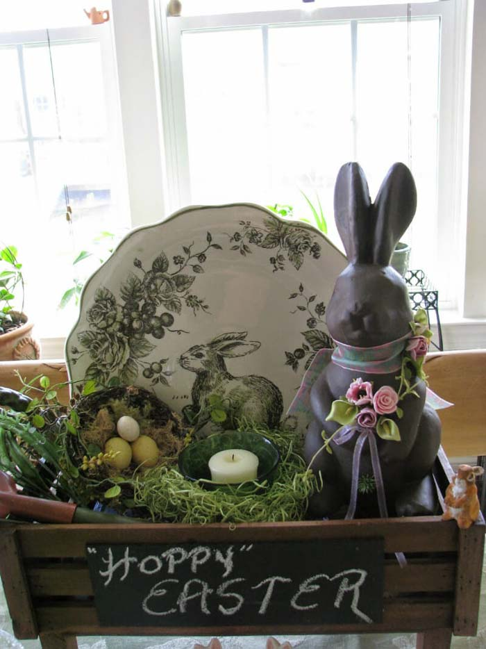 Wooden Crate with Easter Antiques #easter #diy #rustic #decor #decorhomeideas