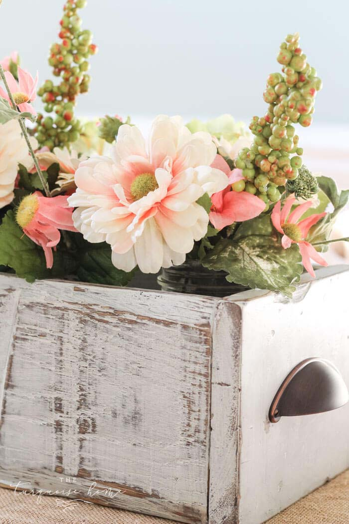Wooden Crate with Spring Flowers #easter #diy #rustic #decor #decorhomeideas