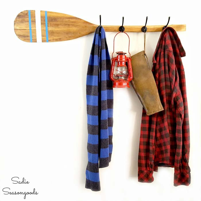Rustic Coat and Hat Rack from Wooden Paddle #hatrack #diy #organizer #decorhomeideas