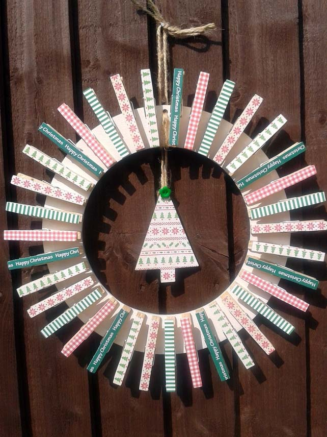 Christmas Peg Wreath #diy #clothespin #wreath #crafts #decorhomeideas