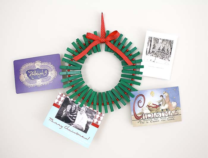 Beautiful Way To Hang On Your Christmas Cards #diy #clothespin #wreath #crafts #decorhomeideas