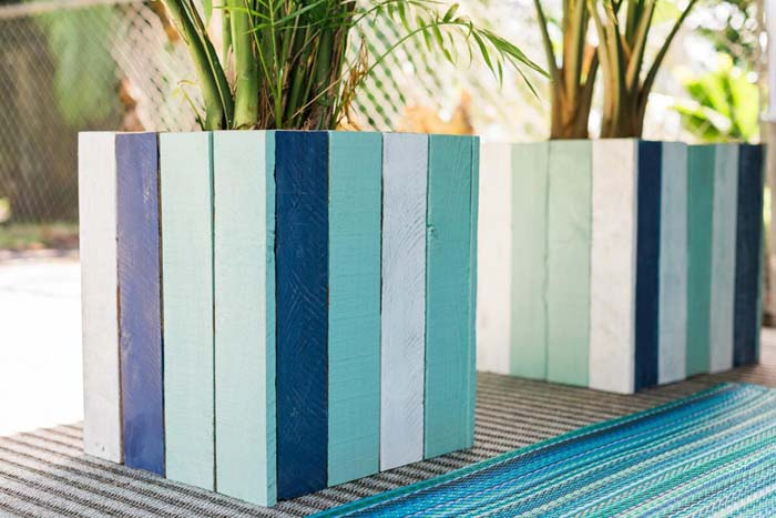 Coastal Colors Painted Wood Planter Boxes #diy #planter #wood #flower #pallet #decorhomeideas