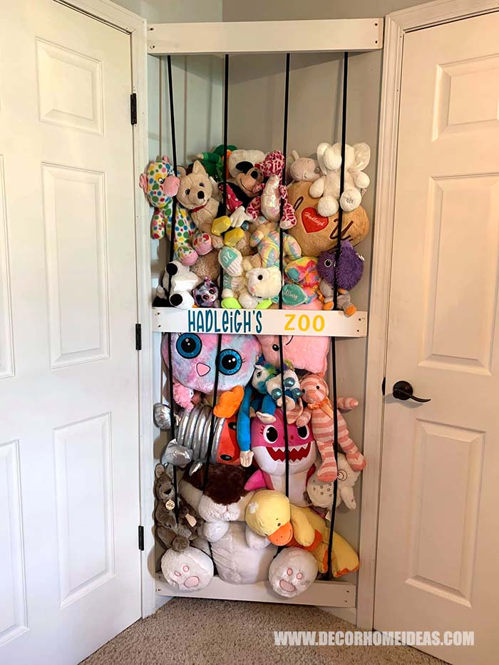 Corner Space Toy Storage. Perfect solution for an unused corner space. Easy DIY toy storage project. #diy #toystorage #decorhomeideas