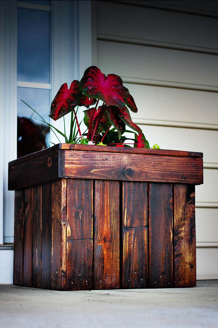 Dark Stained Wood DIY Planter Box #diy #planter #wood #flower #pallet #decorhomeideas