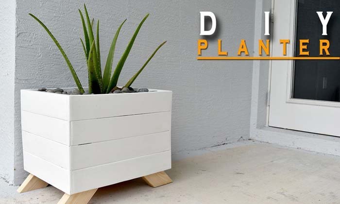 DIY Chic Painted Wood Planter #diy #planter #wood #flower #pallet #decorhomeideas