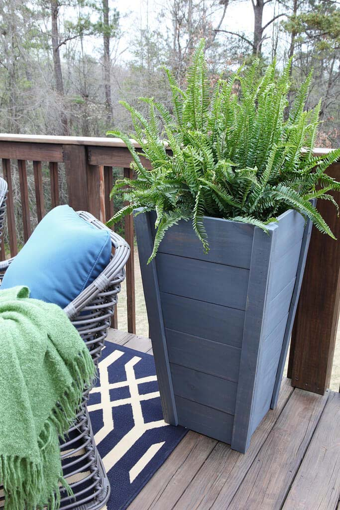 DIY Painted Wood Tall Planter #diy #planter #wood #flower #pallet #decorhomeideas