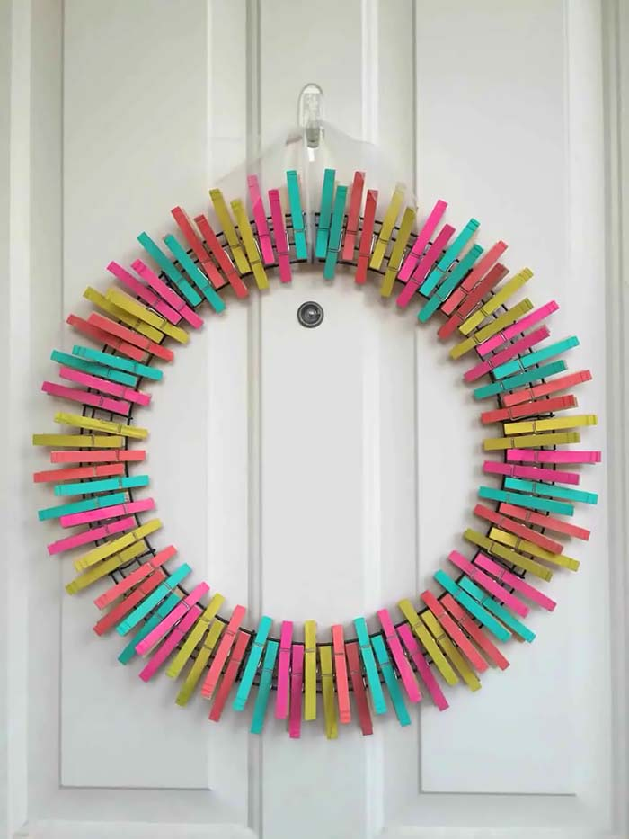 DIY Summer Clothespin Wreath #diy #clothespin #wreath #crafts #decorhomeideas