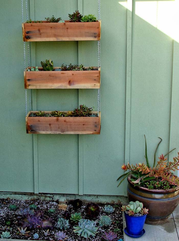 DIY Tiered Hanging Planter Boxes #diy #planter #wood #flower #pallet #decorhomeideas
