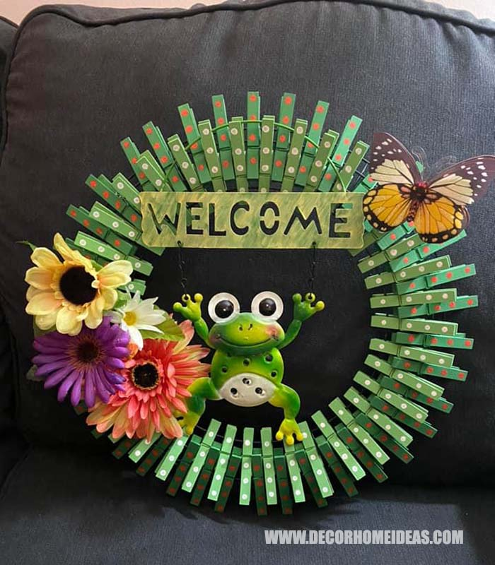 Frog Themed Clothespin Wreath #diy #clothespin #wreath #crafts #decorhomeideas