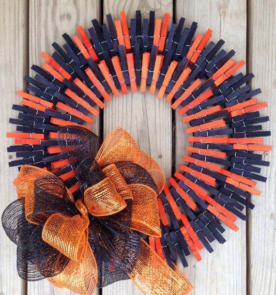 Orange And Blue Painted Halloween Wreath #diy #clothespin #wreath #crafts #decorhomeideas