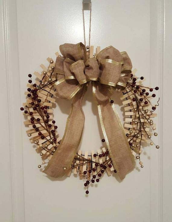 Golden Ribbon Christmas Wreath #diy #clothespin #wreath #crafts #decorhomeideas