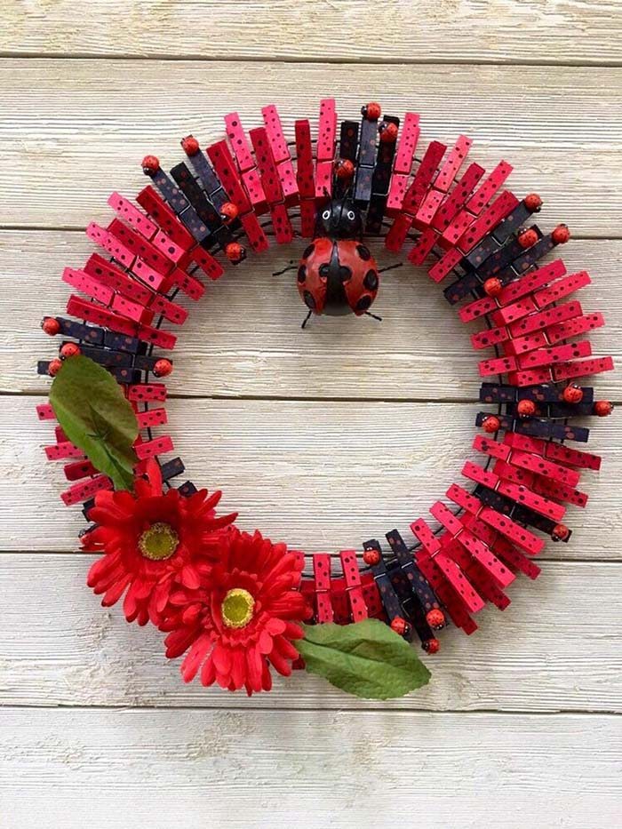Ladybug Clothespin Wreath #diy #clothespin #wreath #crafts #decorhomeideas