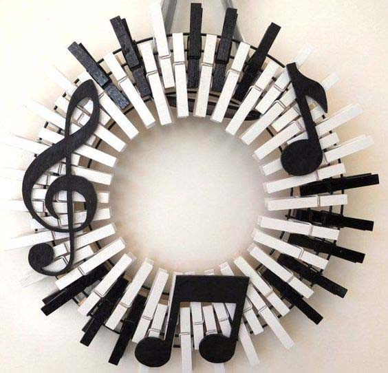 Music Wreath Piano Keys #diy #clothespin #wreath #crafts #decorhomeideas