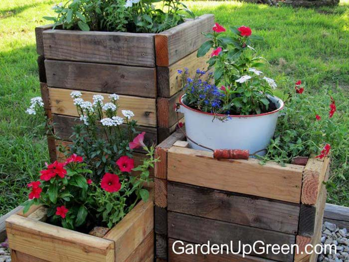 Reclaimed Wood DIY Planter Boxes #diy #planter #wood #flower #pallet #decorhomeideas