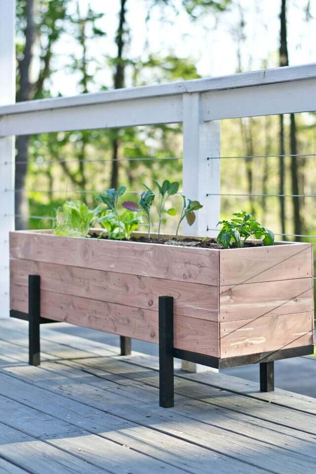 Simple DIY Wood Planter Box #diy #planter #wood #flower #pallet #decorhomeideas