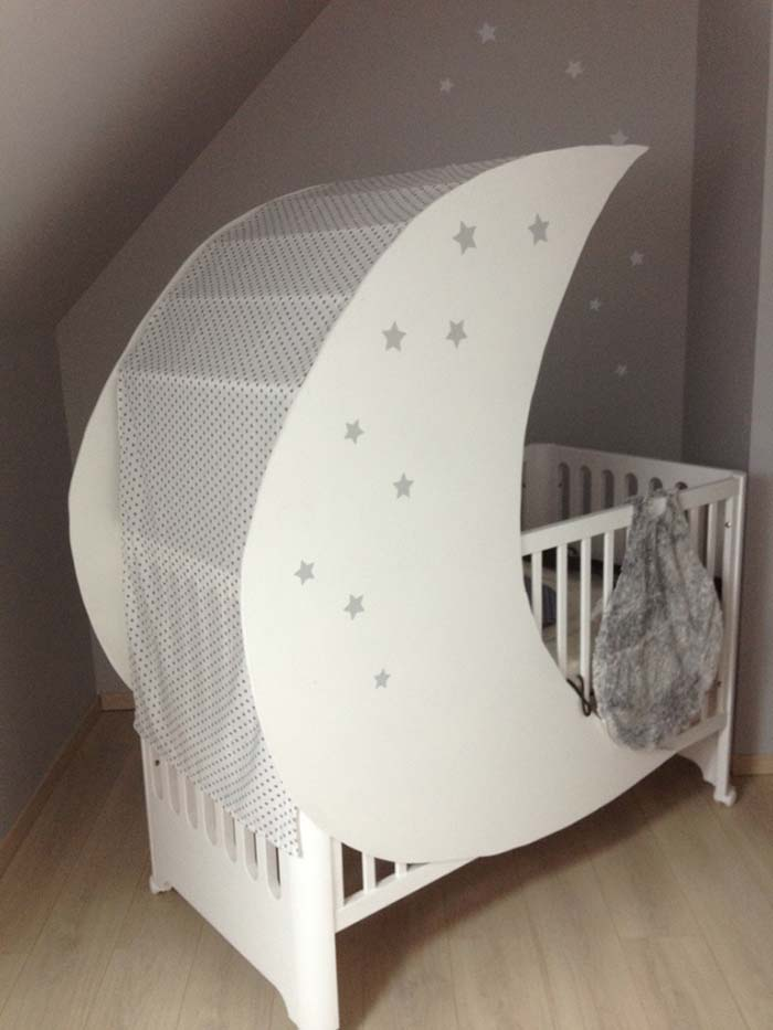 White Baby Crib In The Shape Of Moon #moon #crib #baby #cot #decorhomeideas