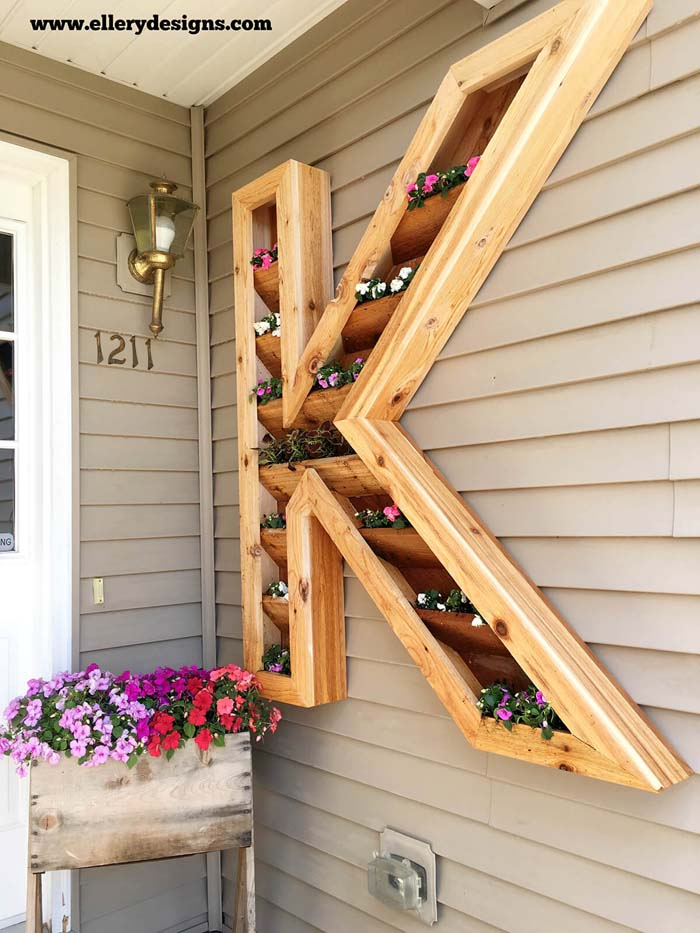Wood Monogram Mounted Flower Planter #diy #planter #wood #flower #pallet #decorhomeideas
