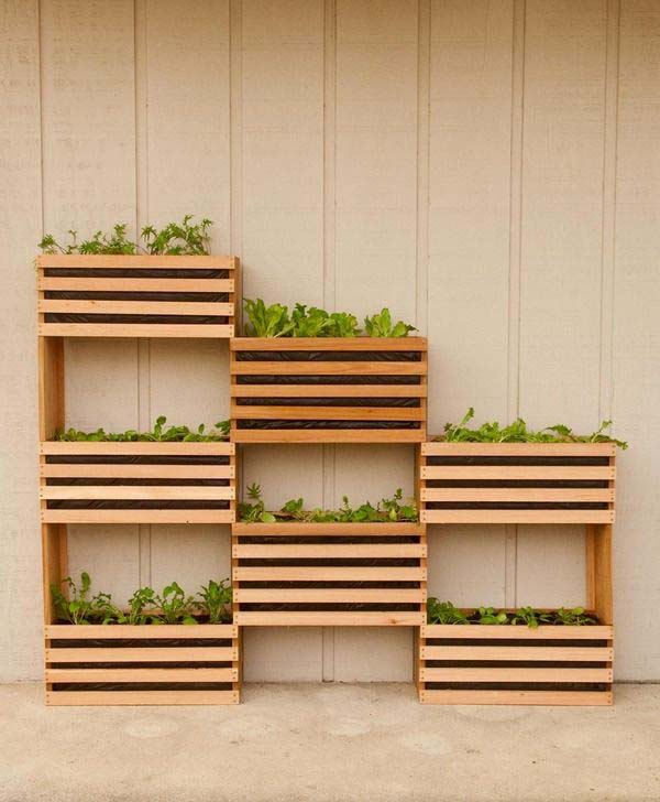 Wood Pallet Mounted Planter Boxes #diy #planter #wood #flower #pallet #decorhomeideas