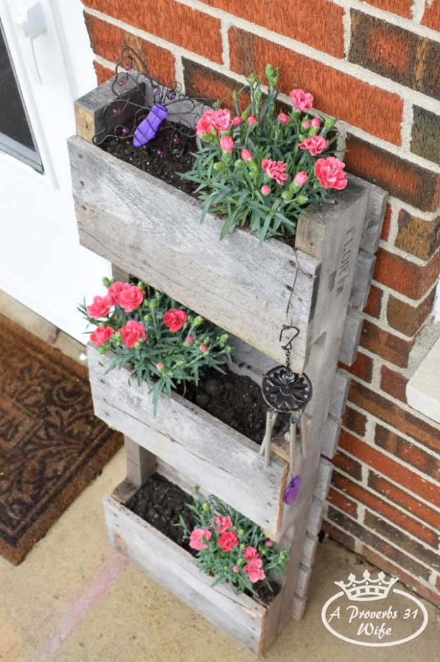 Wood Pallet Tiered Planter Box #diy #planter #wood #flower #pallet #decorhomeideas