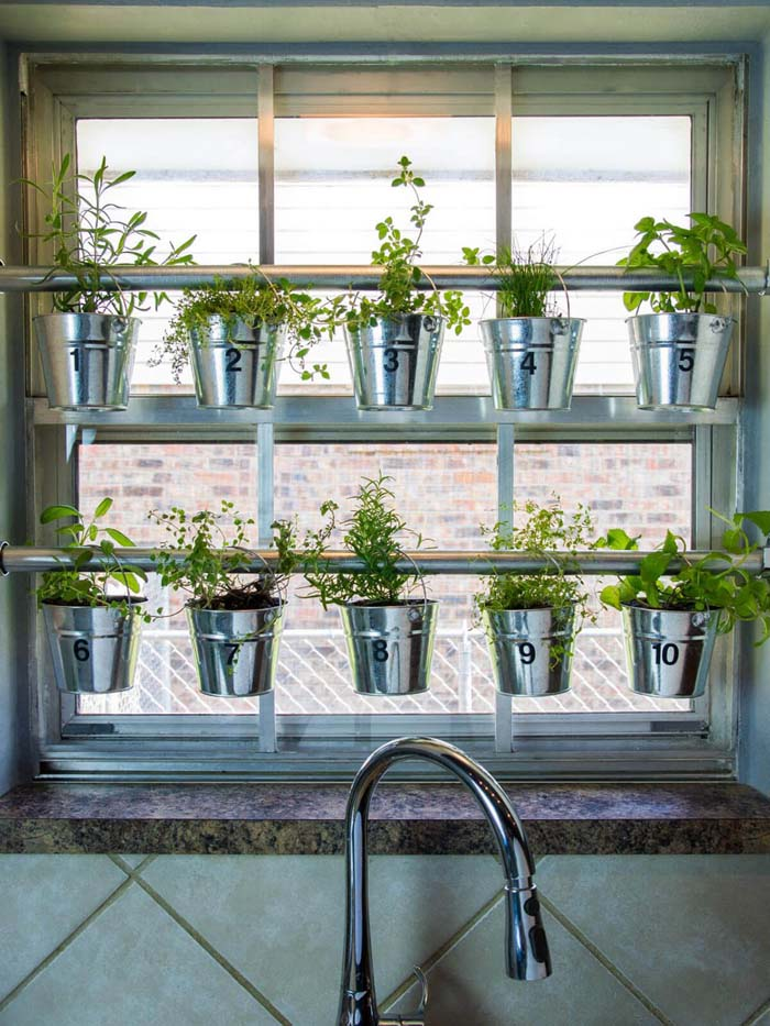 Curtain Rod Hanging Herb Garden #diy #herbgarden #herbs #garden #ideas #decorhomeideas