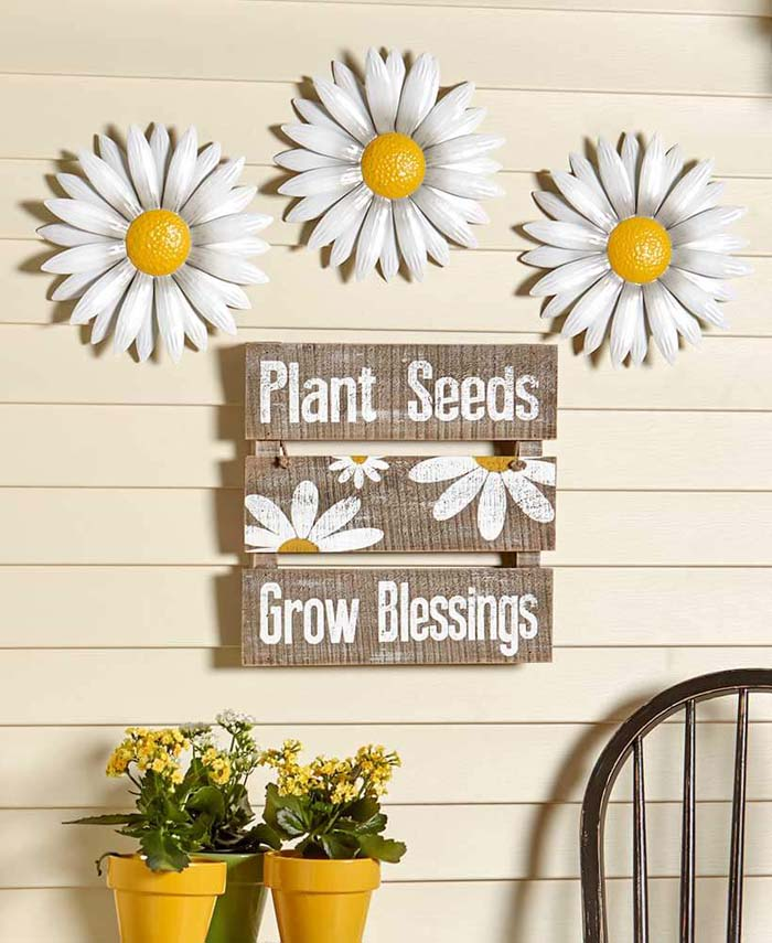 Daisy Signs with Combination Shelf #diy #rustic #summer #decorations #decorhomeideas