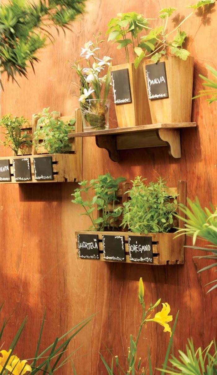 Decorative Wooden Box and Vase Herb Garden #diy #herbgarden #herbs #garden #ideas #decorhomeideas