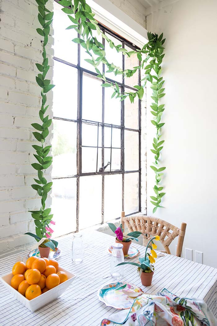 DIY Crepe Paper Leaf Garland #diy #rustic #summer #decorations #decorhomeideas