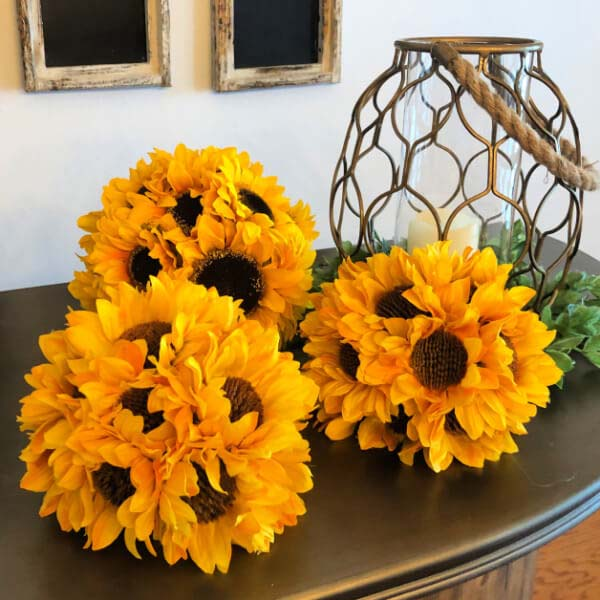 DIY Sunflower Rustic Summer Decor Ideas #diy #rustic #summer #decorations #decorhomeideas