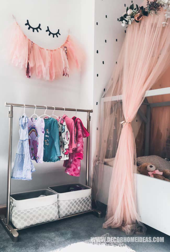 Girl Room Clothes Storage How To Decorate Girl Room with Montessori method, DIY decorations and furniture, wall murals , play areas and toy storage. #diy #kidsroom #montessori #decor #decorhomeideas