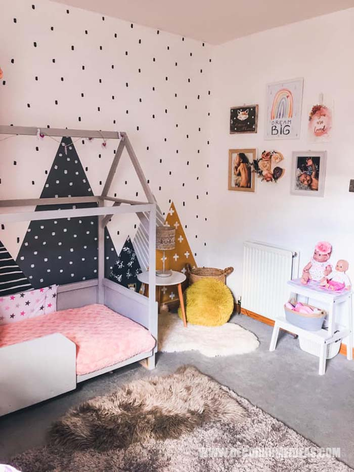 Girl Room With House Bed Interior. How To Decorate Girl Room with Montessori method, DIY decorations and furniture, wall murals , play areas and toy storage. #diy #kidsroom #montessori #decor #decorhomeideas